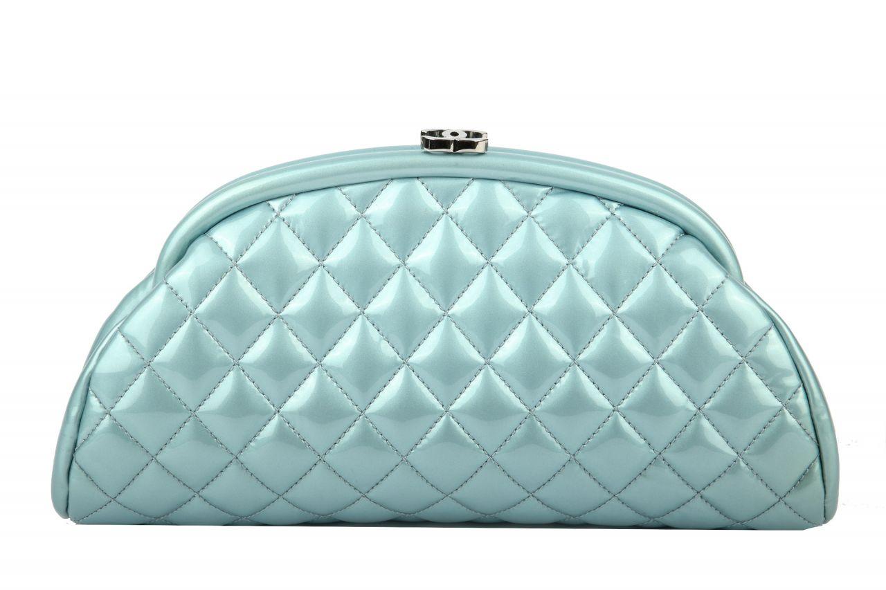 Chanel Clutch Lack Blau