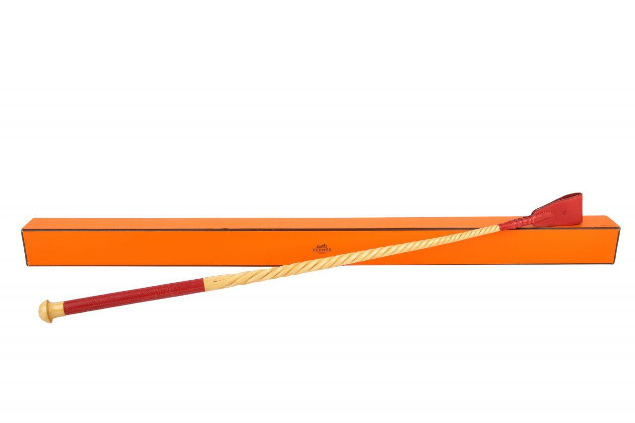 Hermès Reitgerte aus Holz mit rotem Lederbezug