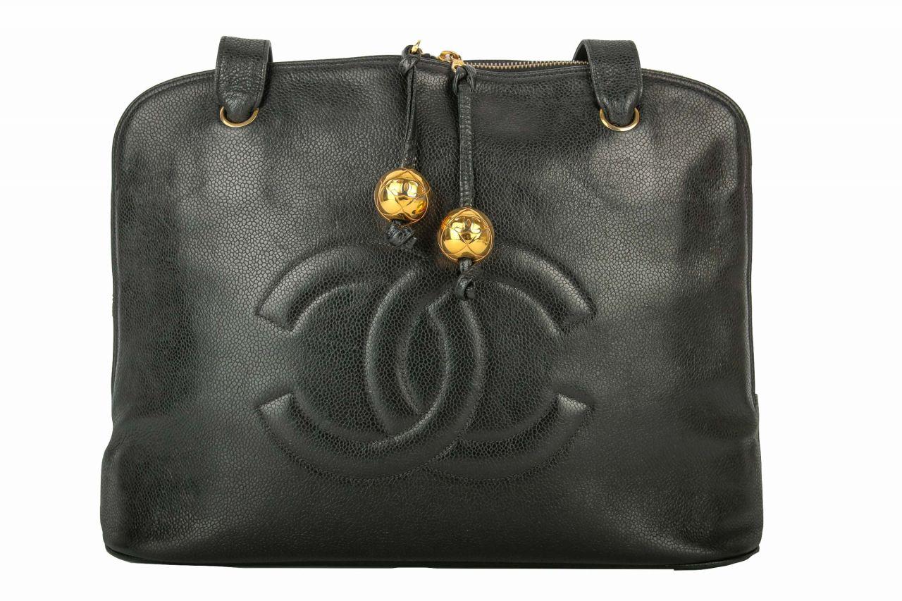 Chanel Henkeltasche mit goldenen Verschlussdetails