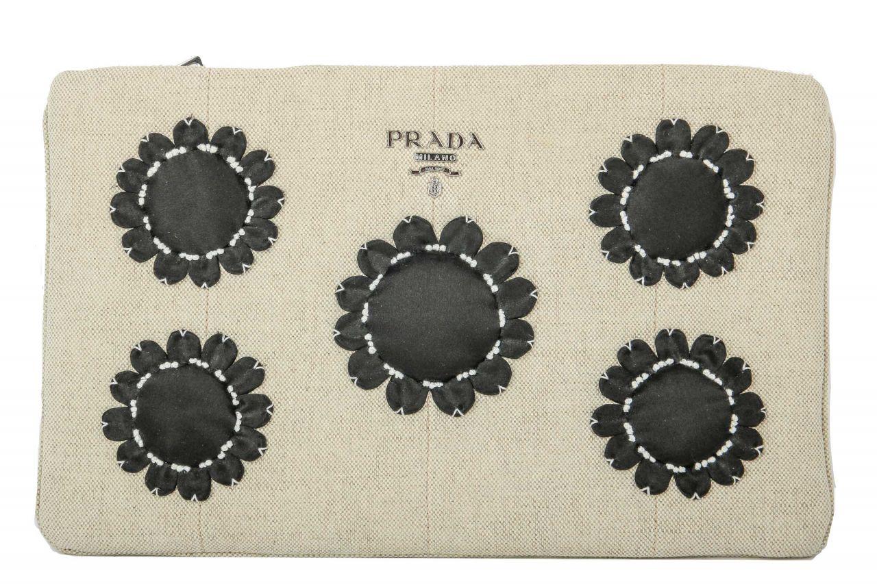 Prada Clutch aus Leinen mit schwarzen Blüten