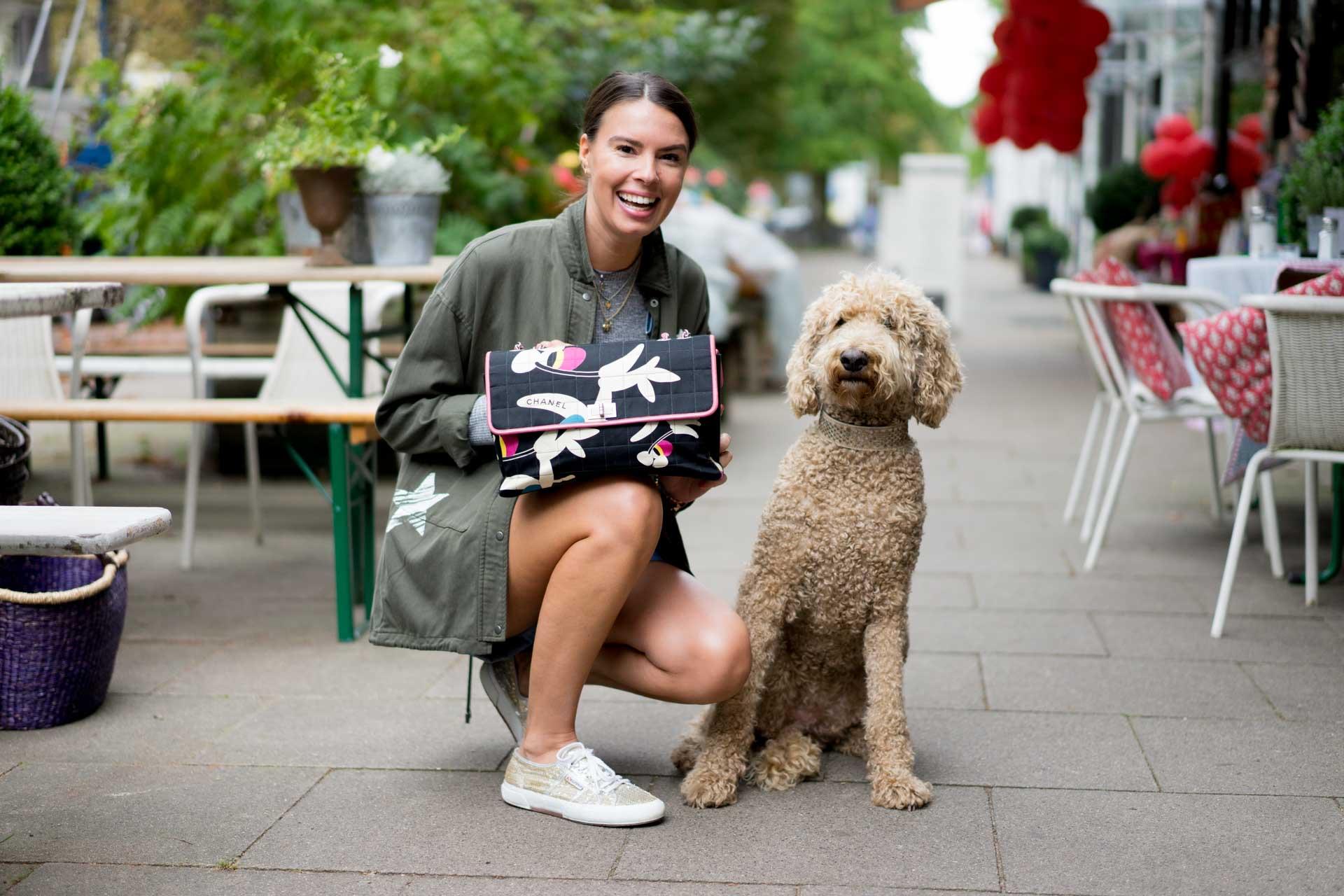 chanel-tasche-floral-hund