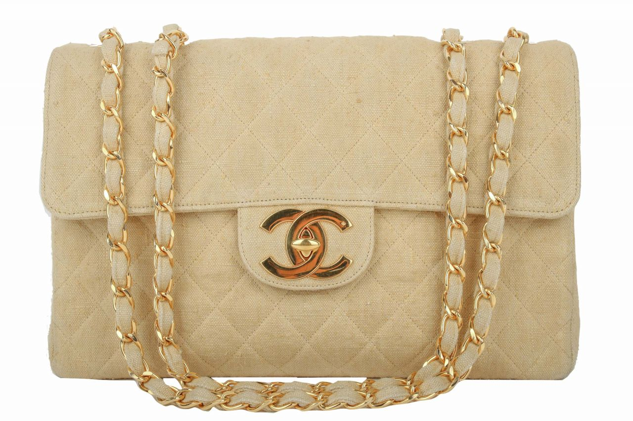Chanel Classic Flap Bag Maxi aus Leinen in Beige