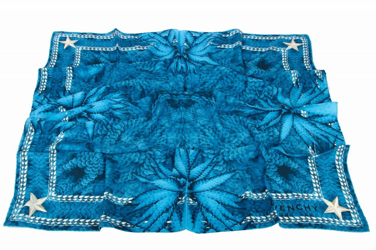 Givenchy Tuch Blau