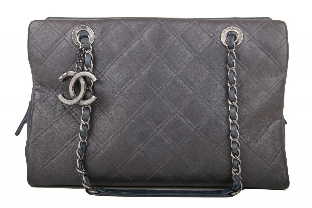 Chanel Schultertasche Grau