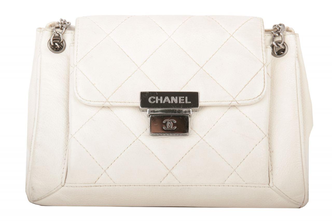 Chanel Schultertasche Weiß