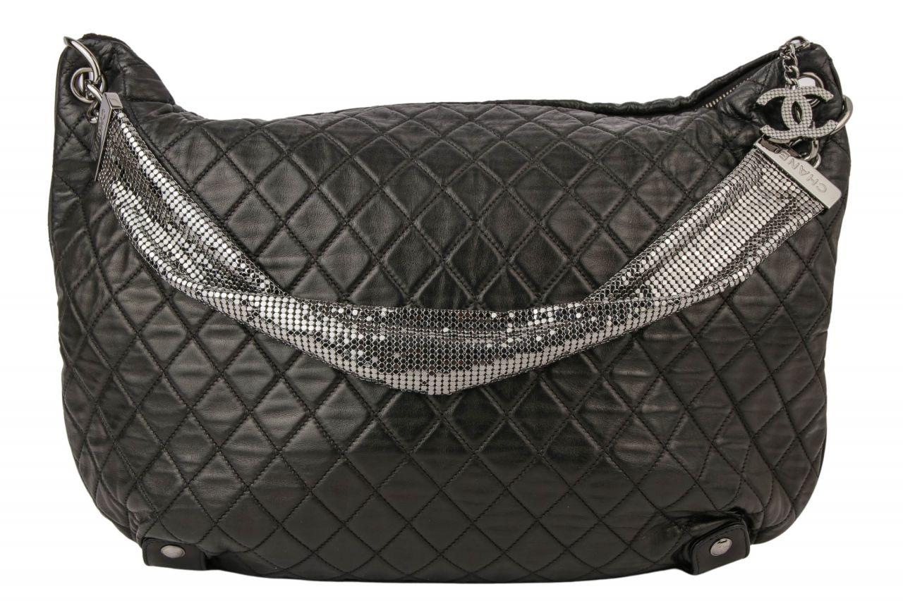 Chanel Umhängetasche mit Pailletten Schwarz