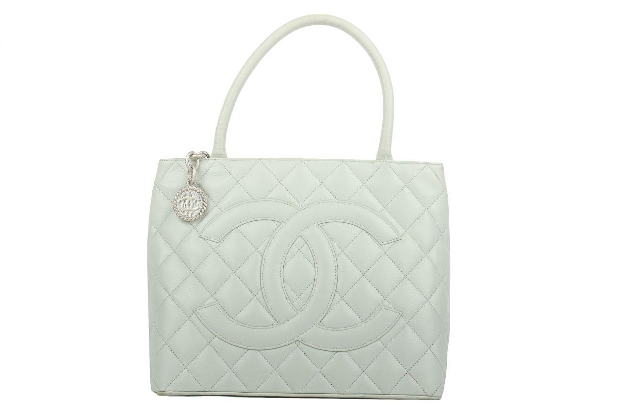 Chanel Medaillon Tasche Grau