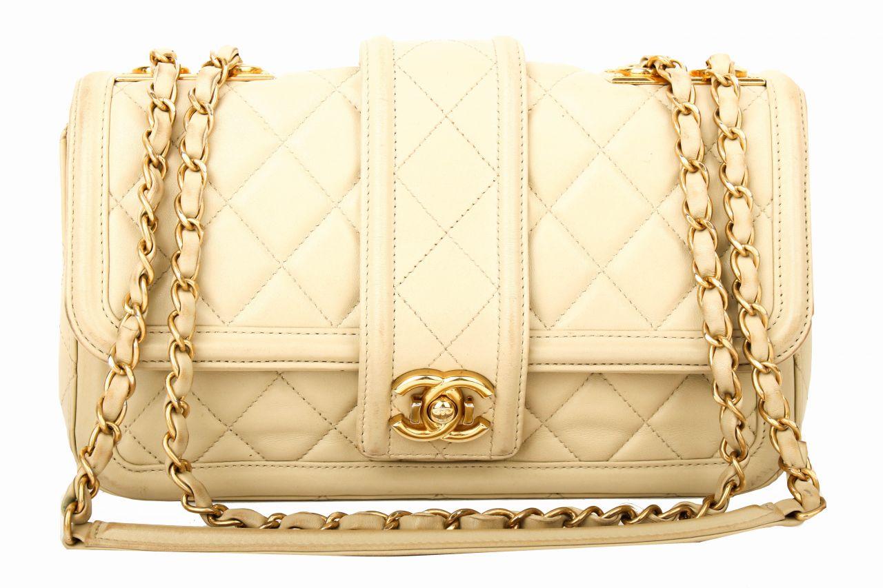 Chanel Flagbag beige