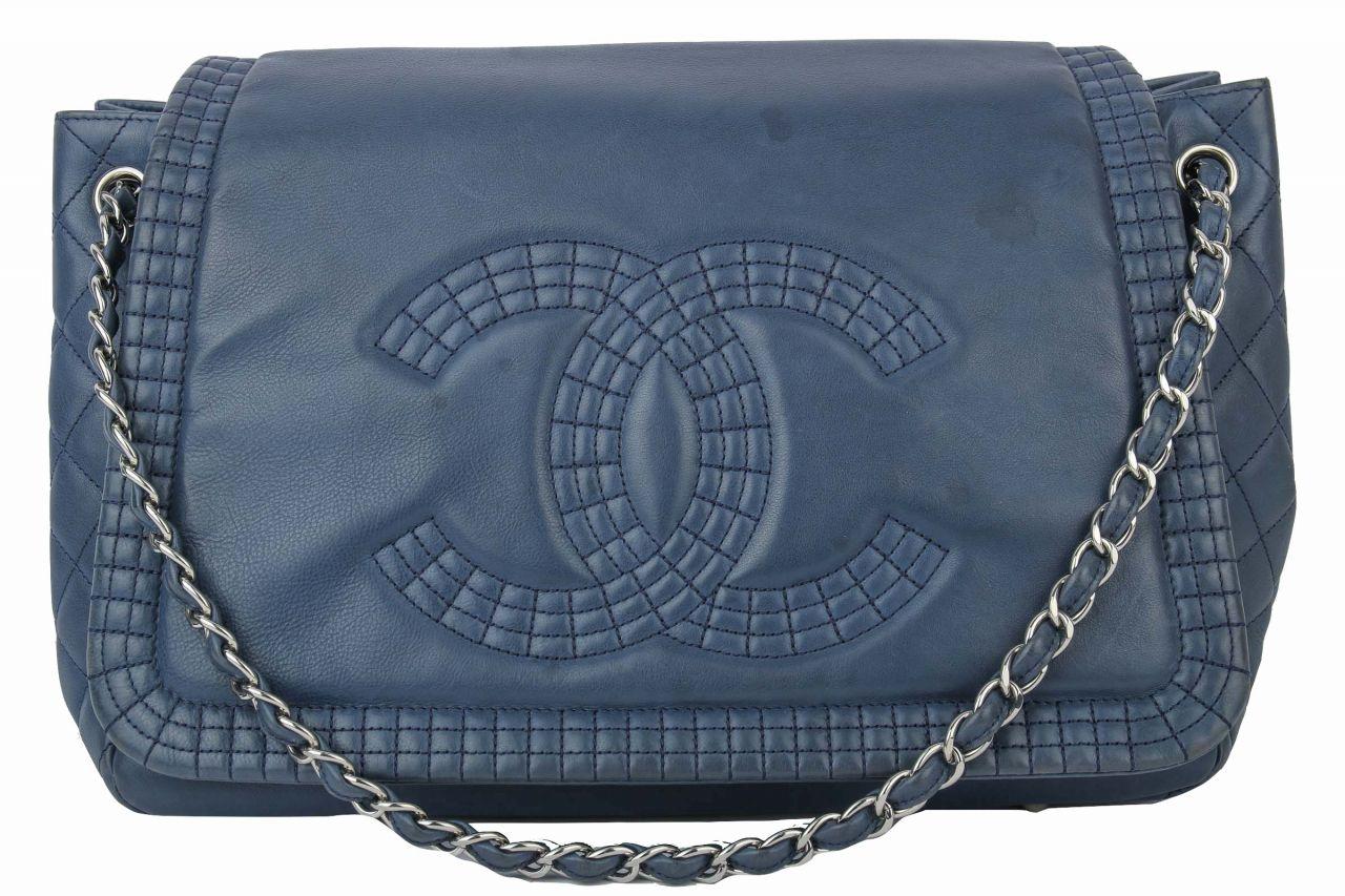 Chanel Schultertasche in blau